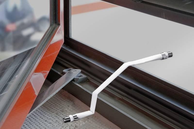 câble extra-plat passe fenêtre blanc en situation